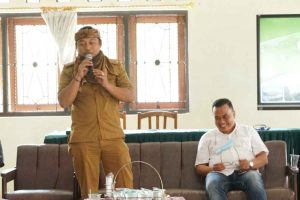 Kades Kamarang Endang Kusnandar memberikan sambutan Pelatihan Sadar Wisata/Foto: Chandra